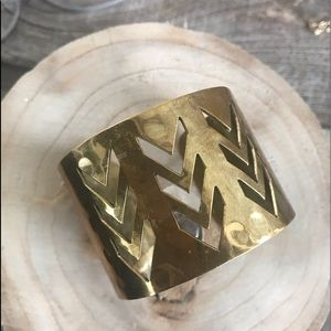Jewelry - ❤️Hammered Brass Arrow Design Cuff Bracelet
